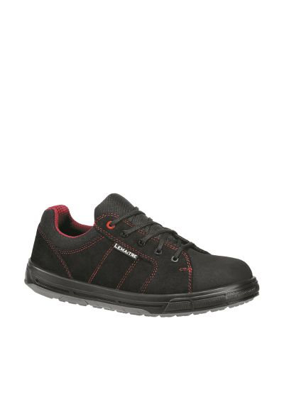 Safety sneaker with resistant coating STAR S3